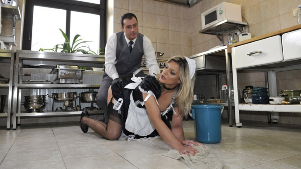Caution ! Wet flor and wet pussy for a hot housekeeper, starring Klarisa