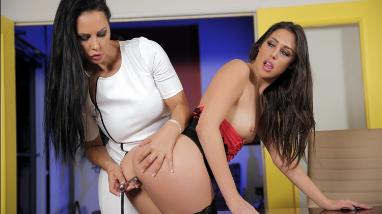 Laly : lesbian duo with Anna Morna